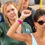 Amy Schumer y Emily Ratajkowski arrestadas por manifestarse en Washington
