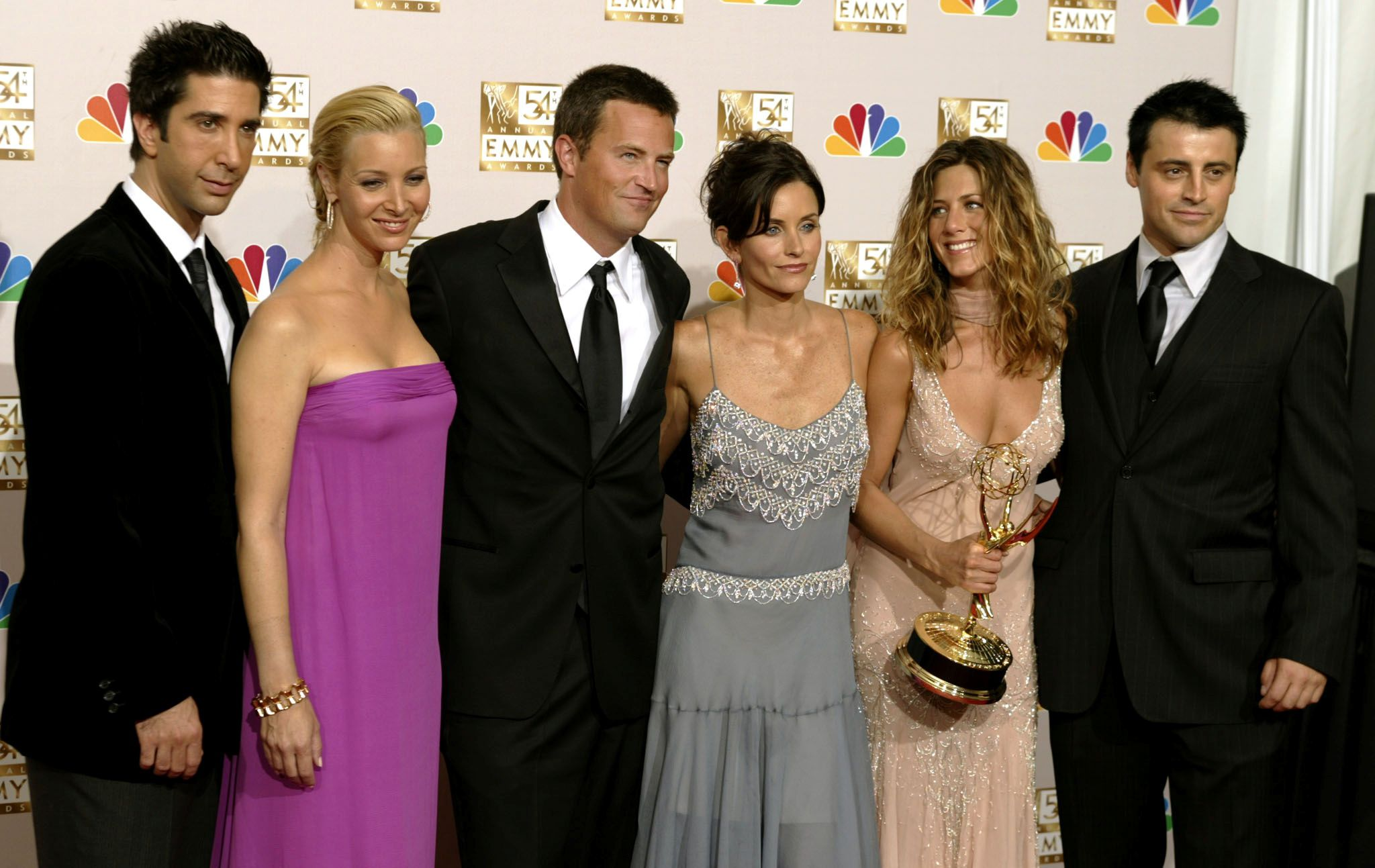 """FILE PHOTO: FILE PHOTO: The cast of """"Friends"""" appears in the photo room at the 54th annual Emmy Awards in Los Angeles September 22, 2002. From the left are, David Schwimmer, Lisa Kudrow, Matthew Perry, Courteney Cox Arquette, Jennifer Aniston and Matt LeBlanc. REUTERS/Mike Blake/File Photo/File Photo"""